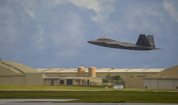 11月25日,美國印太司令部通過推特再次展示F-22戰機從關島安德森空軍基地起飛的圖片。(美國印太司令部推特)