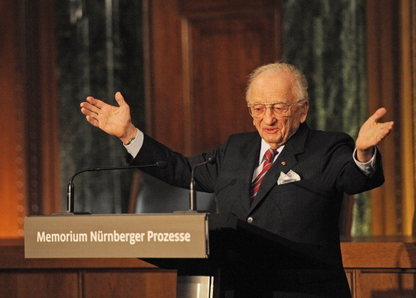 今年101歲的費倫茨是紐倫堡審判案的首席檢察官。作為唯一在世的檢察官,他通過影片發表了講話。此圖攝於2010年。(ARMIN WEIGEL/AFP via Getty Images)