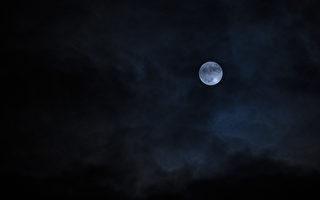 万圣夜出现罕见蓝月亮 今年最小满月