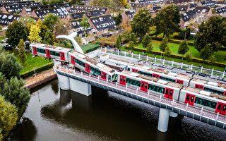 荷蘭高架列車衝出軌「鯨魚尾」神奇接住