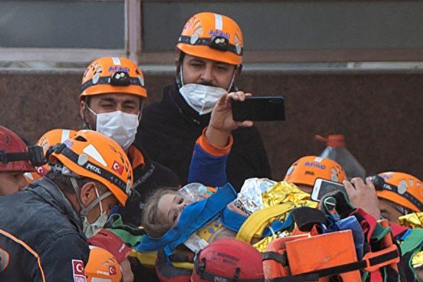 再传奇迹 土耳其3岁童被埋91小时后获救