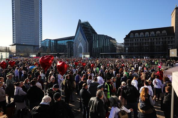 德国89年和平革命再现?莱比锡数万人抗议封锁