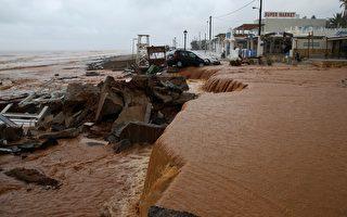 组图:希腊克里特岛暴雨成灾  车辆房屋受损