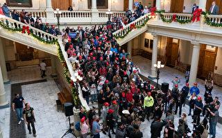 组图:民众于乔治亚州议会大厦吁停止窃选