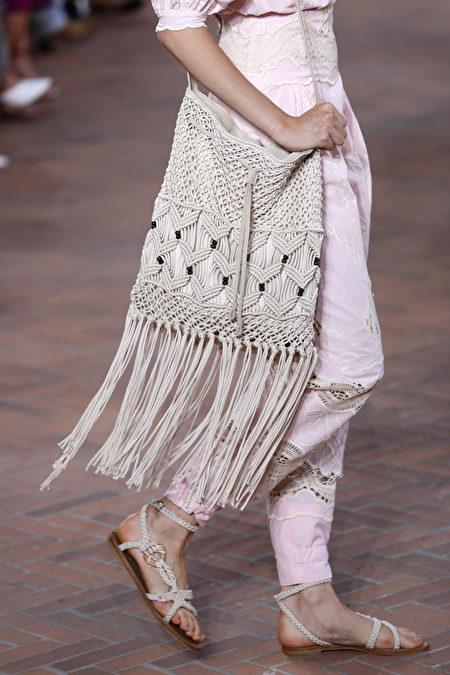 时尚, 时装周, 2020秋冬流行色, 流行趋势, 穿搭