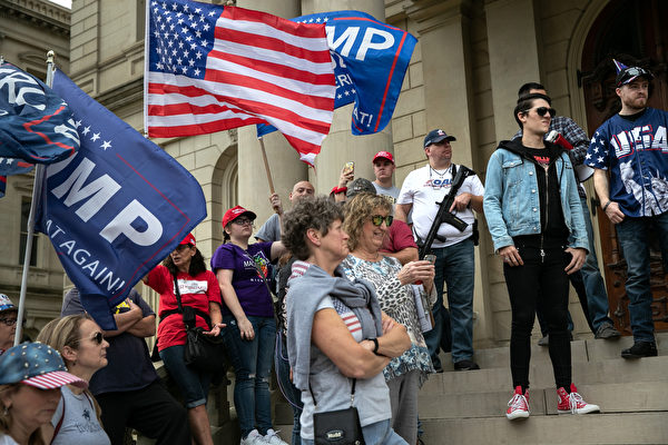 組圖:川普支持者密歇根蘭辛市抗議選舉舞弊