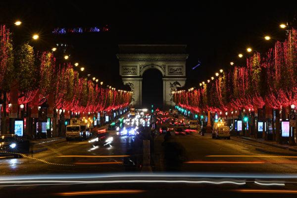 组图:疫情下巴黎香榭丽舍大道圣诞点灯