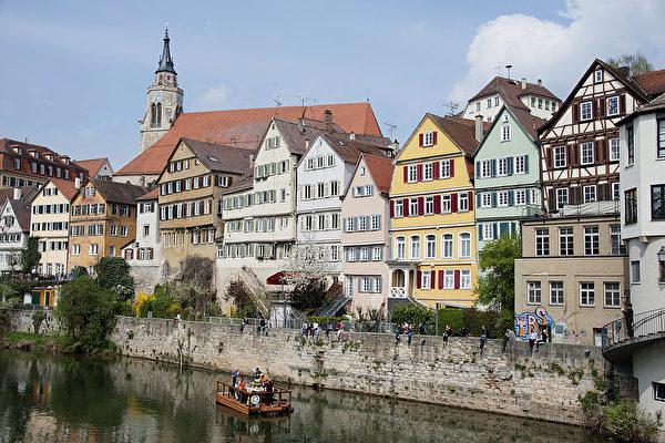 德国首个城市效仿瑞典 集中保护老年人