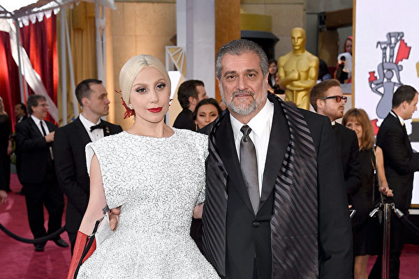 开票之夜 Lady Gaga父亲支持川普