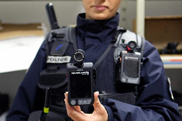 墨菲签署新法 新泽西警员须随身配戴摄像机执勤