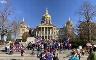 """美爱荷华州民众抗议 要求民主党""""停止偷票"""""""