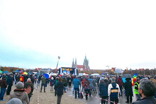 慕尼黑抗议意外变祈祷大会 神与我们同在