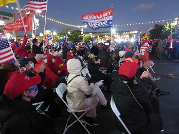 越南裔美國人舉辦為美國、為特朗普連任的祈禱集會。(李梅/大紀元)
