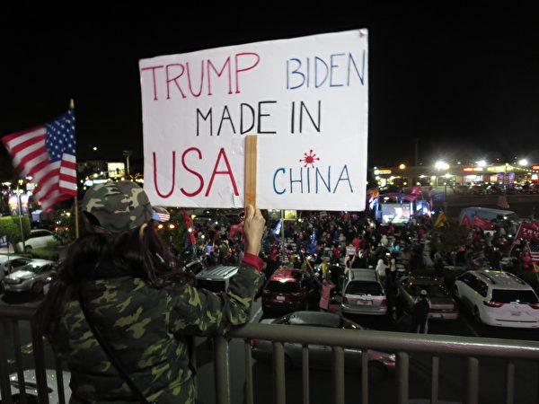 越南裔美國人為美國和特朗普祈禱集會,特朗普為美國,拜登助中國。(李梅/大紀元)