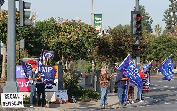 11月21日,特朗普總統的支持者再次聚於鑽石吧(Diamond Bar)聲援。(徐繡惠/大紀元)