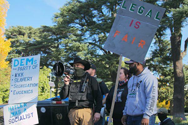 11月21日,各地民眾繼續到加州首府沙加緬度(Sacramento)集會遊行,以行動支持總統特朗普,並抗議選舉舞弊。(曹景哲/大紀元)