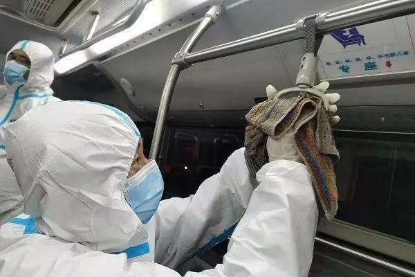 上海夫妇染疫 南汇中心医院进微博热搜前三