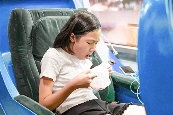 晕车是什么原因?除了吃晕车药,还能如何防晕车?(Shutterstock)