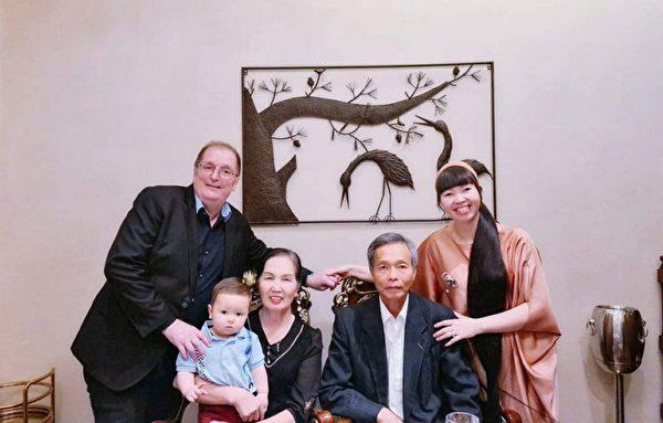 美國加州約瑟夫·尼爾森(Joseph Nelson)和譚阮氏(Nguyen Thi My Tam,音譯)一家。(本人提供)