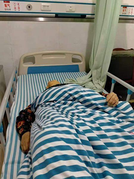 11月18日早上唐春蓉發現母親死亡後拍攝的第一張照片。(受訪者提供)