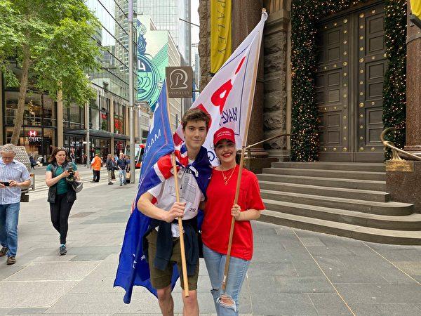 大學生雅各布(Sam Jacob)參加了當天的遊行集會,他表示西方自由世界需要特朗普。(李睿/大紀元)