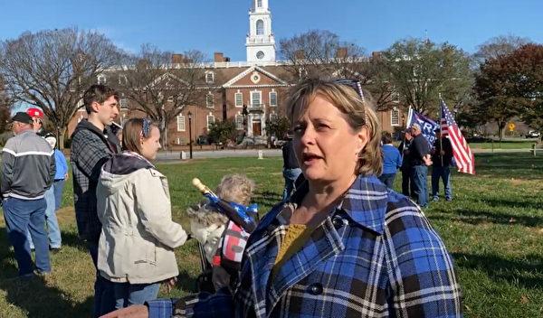2020年11月14日,在特拉華州府多佛市舉辦的「停止竊選」(Stop The Seal)集會上,護士凱瑟琳·墨菲(Catherine Murphy)表示,「如果總統為我們而戰,我必須盡我的職責為他而戰。」(新唐人)