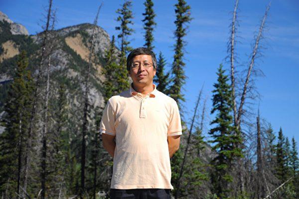 2011年,劉·文斯頓(Winston Liu)在加拿大班夫國家公園。(Winston Liu提供)