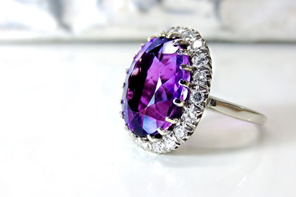 澳洲科学家首次常温下造出钻石 仅需数分钟