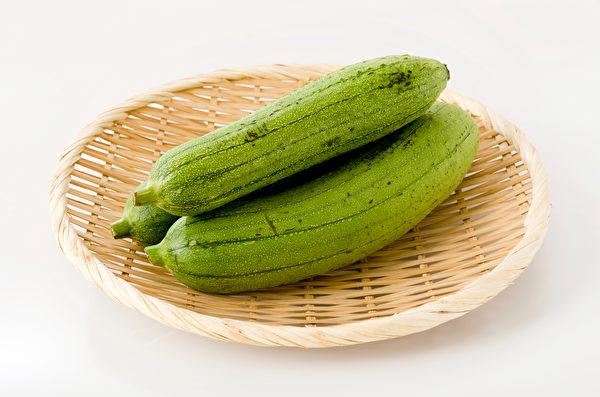 吃到苦味丝瓜要小心,里面含有天然毒素葫芦素。(Shutterstock)