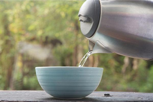 喝温开水有哪些好处?(shutterstock)