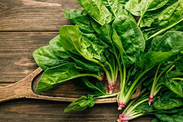 菠菜营养丰富,有助提升免疫力及补血。(Shutterstock)