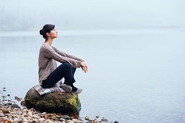 别让负面情绪占上风 4步骤了解真正的自己
