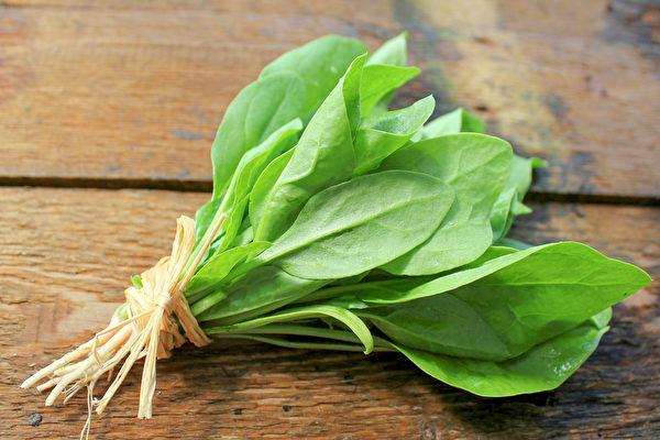 菠菜營養豐富,有助提升免疫力及補血。(Shutterstock)
