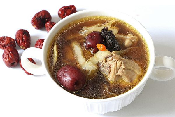 四物汤、四君子汤、八珍汤和十全大补汤,哪种适合你?示意图。(Shutterstock)