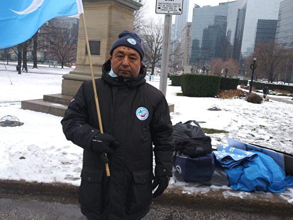 12月9日,加拿大東突厥斯坦聯盟主席Tuygun Abduweli說:「數百萬維吾爾人遭中共關押在集中營,成千上萬維吾爾人無法跟家人見面。我們呼 籲呼籲加拿大政府發聲,制裁中共,停止迫害。」(伊鈴/大紀元)