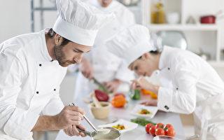 打击餐飲業少付薪資現象 澳嘗試變革薪資規則