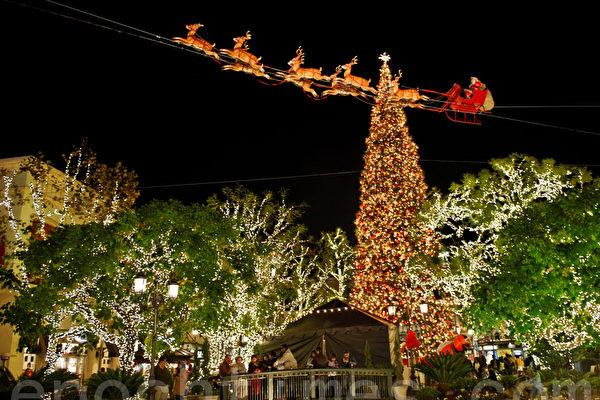 节日观灯 圣诞彩灯点亮圣地亚哥