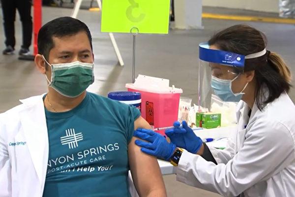 聖塔克拉拉縣首批疫苗 在硅谷聖荷西注射