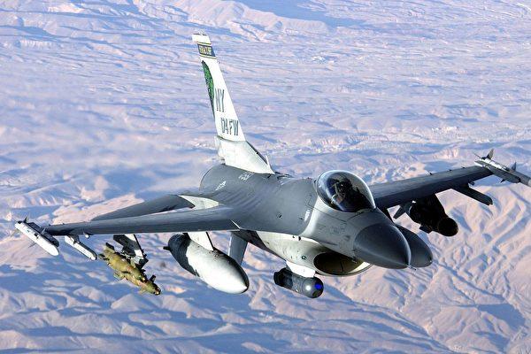 美国F-16战机服役五十载 为何至今仍最强