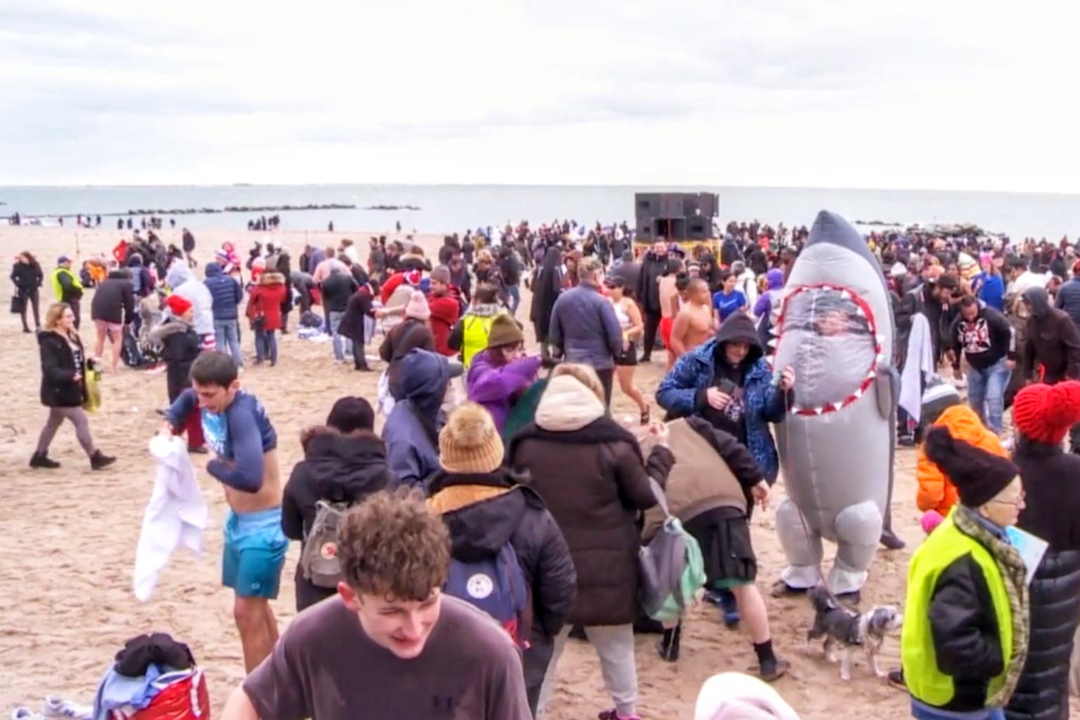 紐約康尼島北極熊俱樂部 元旦冬泳取消