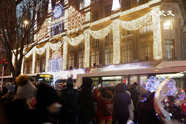 组图:曼哈顿第五大道圣诞氛围浓 驻足欣赏别忘防疫