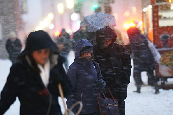 五年来最大冬季风暴袭纽约  户外用餐停两天