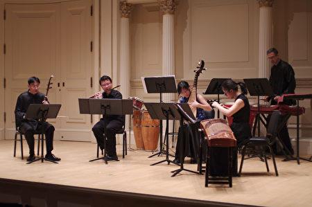 图为中长风乐团在演奏。