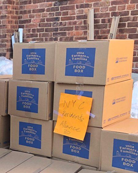 图为联邦政府捐赠的食品。
