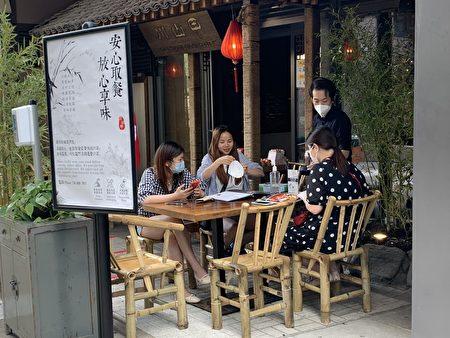 第二階段開放,紐約市餐廳可提供戶外用餐。