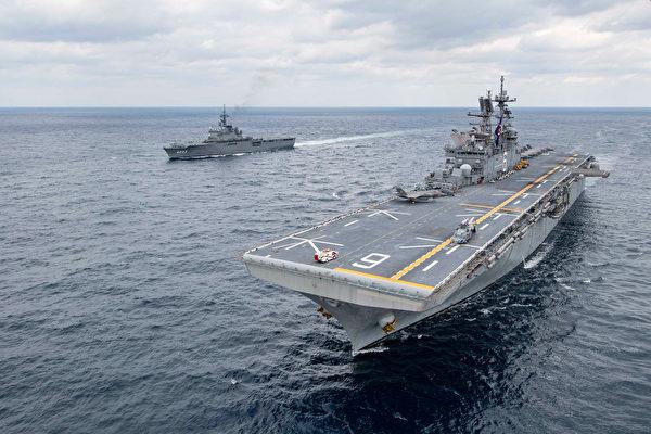 2020年1月13日,美国两栖攻击舰美利坚号(LHA 6)和日本海上自卫队的两栖运输船坞舰国崎号(LST 4003)在东海共同演练。(美国印太司令部)