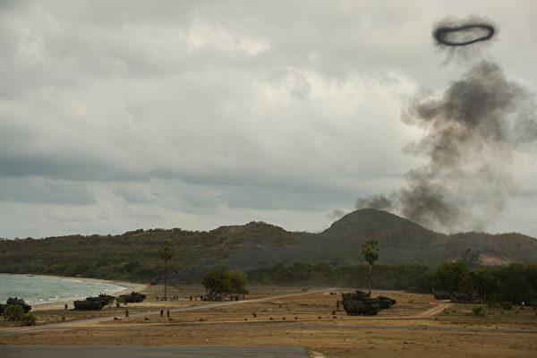 """2020年2月28日,美国海军陆战队与泰国海军陆战队共同在泰国进行两栖登陆演习,这是2020""""金眼镜蛇""""(Cobra Gold 20)演习的一部分。(美国印太司令部)"""