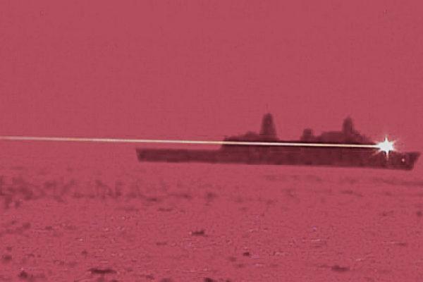 5月16日,兩棲船塢登陸艦波特蘭號(LPD 27),在太平洋地區使用激光武器擊落了空中的無人機。(美國海軍)