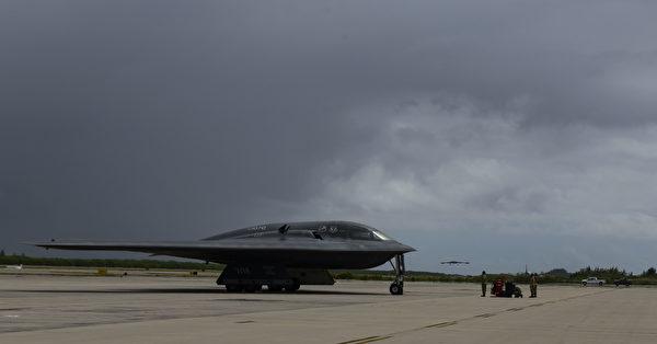 2020年8月12日,美军部署3架B-2隐形轰炸机到印度洋的迭戈加西亚岛,该岛实际由英国掌控。(美国印太司令部)