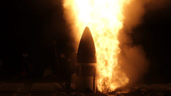 11月17日,美軍神盾驅逐艦約翰•芬恩號(DDG 113)發射一枚標準三型(SM-3 Block IIA)導彈,在測試中成功擊落了洲際彈道導彈目標。(美國海軍)